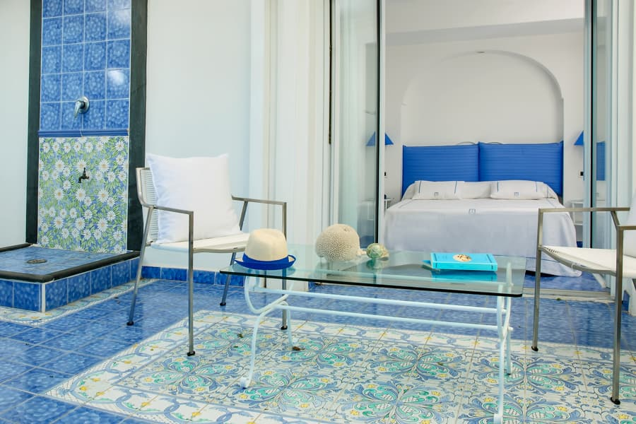 Seafront rooms with a view on capri italy relais maresca - Rivestimenti bagno vietri ...
